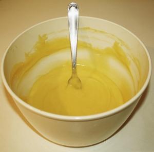 Vanbakkelsesdej i skål